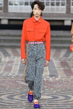 cacc14072b8 Kenzo Spring 2018 Menswear Collection Photos - Vogue Catwalk Fashion, 80s  Fashion, Urban Fashion