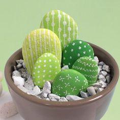 Galets + peinture = un cactus qui ne pique pas !!! Tuto sur…