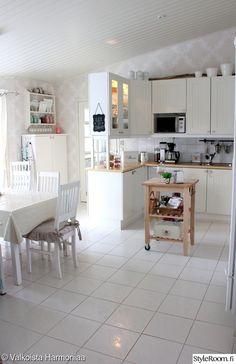 keittiö,valkoinen,maalaisromanttinen,keittiönkaapit,valkoinen keittiö
