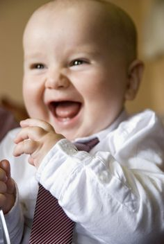 Vídeos de bebés súper divertidos que no te puedes perder. Echa un vistazo a estos vídeos donde los peques nos hacen reír una vez más.