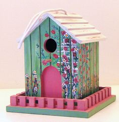shabby chic birdhouse | photo