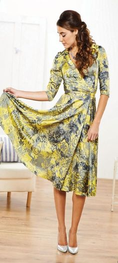 Floaty Floral Three Quarter Sleeved Dress - free pattern (need to log in)