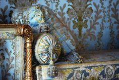 Versailles  bedroom detail