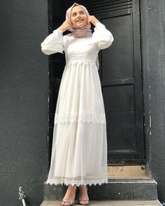 11 Dress Modest Casual Chic 11 Dress Modest Casual Chic Source by julies Hijab Fashion 2017, Modern Hijab Fashion, Abaya Fashion, Muslim Fashion, Fashion Dresses, Dress Brukat, Hijab Dress Party, Hijab Style Dress, Dress Outfits