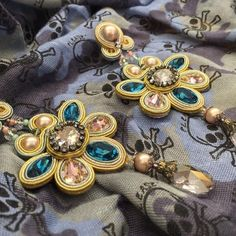 Feel the power of pastels....  #doricsengeri #statementearrings #couturejewelry…