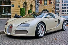 bugatti veyron - finally, a supercar that i would drive if i had to! :)