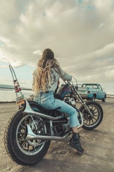 new ideas for girl motorcycle photography style Scrambler Motorcycle, Motorcycle Style, Motorcycle Outfit, Motorcycle Girls, Motorcycle Shop, Lady Biker, Biker Girl, Babe, Motorcycle Photography