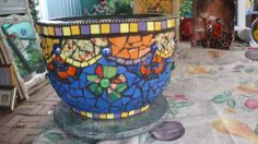 Big pot by Poppins Mosaics and Crafts, via Flickr
