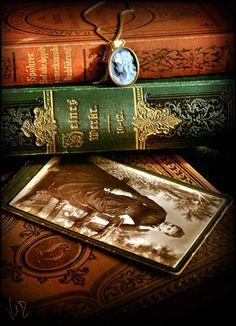 Mijn moeder had best wel een fijne boekenkast met veel streekromans en opwekkende Christelijke boekjes ook van Peter Slagter ja die heb ik wel allemaal meegenomen en leer ik O zo veel van.......