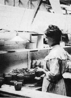 Pountney & Co. Ltd Fishponds - Handling teacups 1905 Teacups, Bristol, Pottery, Explore, History, Vintage, Ceramica, Historia, Pottery Marks