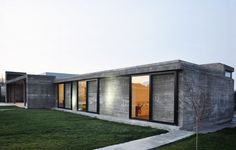 concrete/sliding doors GD House / INOUTarchitettura