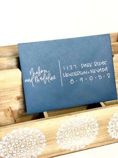 Hand Lettering Envelopes, Mail Art Envelopes, Envelope Art, Envelope Design, Addressing Envelopes, Calligraphy Wedding Envelopes, Letter Addressing, Modern Calligraphy, Xmas Cards
