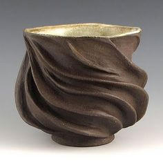 interesting pieces and great blog site with lots of links to other clay blogs