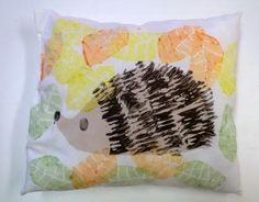 Anna idean kiertää!: Siili syksyn lehdissä Diy And Crafts, Arts And Crafts, Hedgehog Art, Kindergarten Art, Autumn Art, Science And Nature, Printmaking, Little Ones, Printing On Fabric