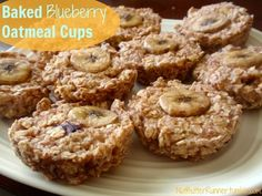 Baked blueberry oatmeal cups via @Fellow Fellow Larat Butter Runner for a quick and healthy breakfast on the go under 90 calories made with @Chobani.