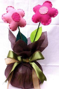 Peso de Porta ou arranjo de mesa!!!  Faço sob em cores e tamanhos que o cliente preferir,tem com odorizador no interior das flores!!! R$ 18,00