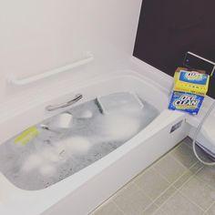 おうちの中で掃除が大変な場所といえば、「水回り」ではないでしょうか? 「面倒だからいいや」と思っていると、すぐに水垢やぬめり、カビなどの原因になってしまいます。そんな事態にならないように、水回りのピカピカを保つ、簡単な「手抜き掃除方法」をお教えします。