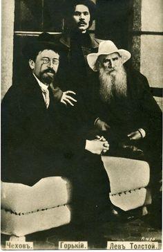 Tres grandes de la literatura rusa juntos: León Tolstói, Antón Chéjov y Máximo Gorki.