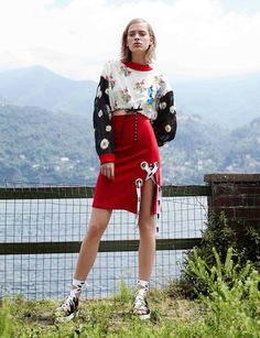 Au Jour Le Jour Resort 2017 Fashion Show #sideslit #eyelets #sporty #athleisure