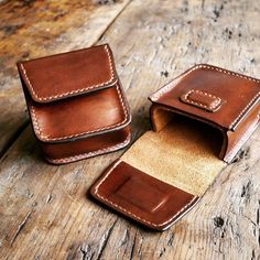 From @kingsleyleather These bespoke leather cases for folding @rayban sunglasses…
