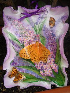 Pergamena con farfalle per un  découpage passo a passo su http://www.lcdm.it