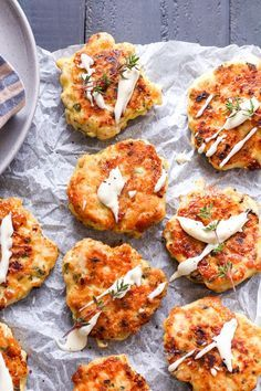 These low FODMAP cheesy chicken fritters are insanely easy to make and they are super tasty, try them the next time you are craving takeaway chicken! Fodmap Meal Plan, Fodmap Diet, Low Fodmap, Fodmap Foods, Appetizer Recipes, Lunch Recipes, Diet Recipes, Appetizers, Kraft Recipes