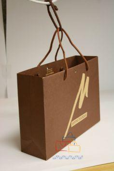 Las mejores bolsas de regalo impresas en BolsaPubli.Net. Te explicamos todos los modelos y variedades de tamaños para que puedas elegir correctamente.