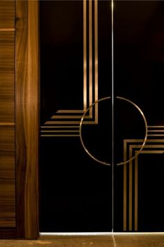 Incredible Art Deco Design You Can Try To Display Exhibits - Page 14 of 22 clocks deco furniture deco interiors deco lamps nouveau lane silver century perfume bottles Art Deco Bar, Casa Art Deco, Motif Art Deco, Art Deco Design, Display Design, Art Deco Curtains, Interiores Art Deco, Chandelier Design, Main Entrance Door Design