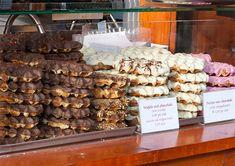 My favorite treat from Amsterdam-Waffles-Rembrandtplein Waffle Pops, Waffle Ice Cream, Food Truck Menu, Food Truck Design, Marina Restaurant, Woopie Pies, Belgium Waffles, Donut Shop, Churros