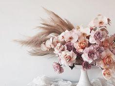 Wedding Flower Arrangements Blush, peach and pastel flowers with pampas grass - Wedding Flower Arrangements, Floral Arrangements, Wedding Bouquets, Wedding Dresses, Floral Wedding, Wedding Flowers, Purple Wedding, Diy Wedding, Pastel Flowers
