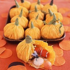 DIY Halloween Treat Bags, Use crepe paper to make pumpkin pouches to hold candy and treats inside COMBINE- it is being used as a decoration and party favor. Dulceros Halloween, Diy Halloween Treats, Halloween Crafts For Kids, Holidays Halloween, Fall Crafts, Holiday Crafts, Holiday Fun, Halloween Decorations, Halloween Goodies