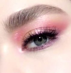 Learn how to create this shimmering purple and pink eye makeup look using Pat McGrath Labs 'MTHRSHP Subversive: La Vie en Rose' eyeshadow palette. The iconic palette includes warm peach, bright fuchsia pink, rich purples, and metallic gold pigments Makeup Hacks, Makeup Trends, Makeup Ideas, Eye Makeup Tutorials, Makeup Tutorial Videos, Make Up Tutorials, Makeup Inspiration, Make Up Tutorial Eyeshadows, Black Eyeshadow Tutorial