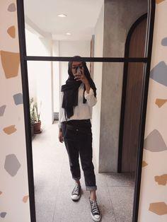 Modest Fashion, 90s Fashion, Korean Fashion, Girl Fashion, Fashion Outfits, Casual Hijab Outfit, Ootd Hijab, Girl Hijab, Ariana Grande Bikini