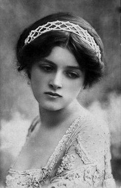 Vintage portrait photo, beautiful girl