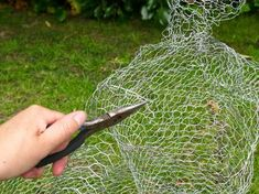 Make a life sized ghost using chicken wire. The wire gives the ghost a barely there feel, and will sit sturdily on a lawn. Chicken Wire Art, Chicken Wire Sculpture, Chicken Wire Crafts, Wire Art Sculpture, Metal Sculptures, Abstract Sculpture, Bronze Sculpture, Halloween Yard Art, Halloween Yard Decorations