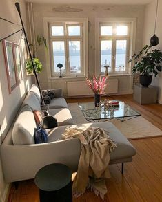 Home living room area minimalist ethereal Korean Japanese calming soft pretty ドエリング アパート 아파트 maison aparte salon coréen minimaliste cute world style living room warm room L e l i a L' a r t Dream Apartment, Apartment Living, Aesthetic Rooms, Home And Deco, Dream Rooms, House Rooms, Home And Living, Living Room, Home Interior Design