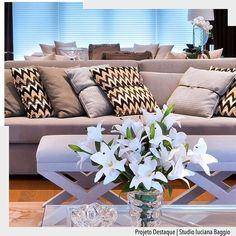 Valorize seu sofá com uma bela composição de almofadas.  Arquiteturade #arquiteturadecoracao #olioli_lifestyle #adsala