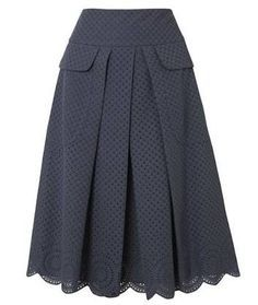 Lovely grey textured, pleated, pocketed and laced skirt. Skirt Outfits, Dress Skirt, The Dress, Vestidos Vintage, Vintage Dresses, Modest Fashion, Fashion Outfits, Womens Fashion, Types Of Skirts