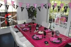 Pink Pirate Party Deko Pirates, Table Settings, Table Decorations, Pink, Matching Costumes, Deko, Rose, Table Top Decorations, Hot Pink