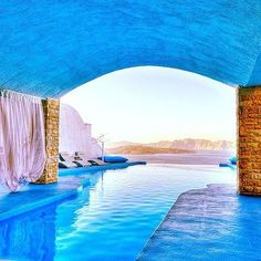 10+ Jaw-Dropping Pools That Will Make You Want to Take the Plunge - Astarte Suites #Santorini #pools