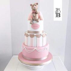 Teddy passion One Year Birthday Cake, Baby Birthday Cakes, Bow Cakes, Cupcake Cakes, Baby Shower Balloons, Baby Shower Cakes, Girly Cakes, Bear Theme, Cake Decorating