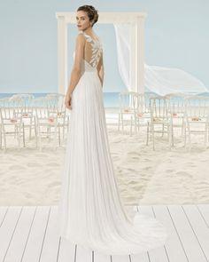 Vestido ligero de muselina de seda con bordado hoja en cuerpo y espalda, en color natural.