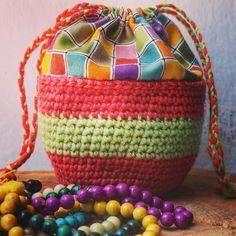 https://flic.kr/p/yGNWi6 | #bolsita #croché #crochet #ganchillo #tela #pulseras #elcofrecito