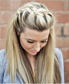 Super easy French braid hairstyles for girls. French braid hairstyles for curly hair. French braid styles for short hair. French Braid Hairstyles, Top Hairstyles, My Hairstyle, Pretty Hairstyles, Hairstyle Ideas, Celebrity Hairstyles, Wedding Hairstyles, Unique Hairstyles, Beehive Hairstyle