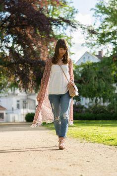 "fringe kimono – Mango lace top – Tommy Hilfiger Denim mom jeans – Topshop sandals – Zara bag – Mango watch – Michael Kors MK5555 arm cuff – H&M nail polish – Essie ""spin the bottle"""