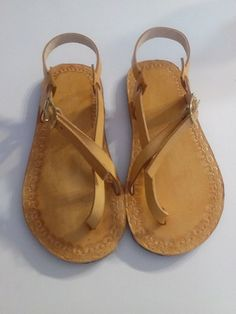 Handcrafted Leather Sandals. por WilsonLeatherGoods en Etsy