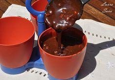 Sos Snickers | Retete culinare cu Laura Sava - Cele mai bune retete pentru intreaga familie Mai, Chocolate Fondue, Caramel, Pudding, Desserts, Food, Sticky Toffee, Tailgate Desserts, Candy