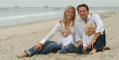 Bing : family beach photos ideas love it Fall Family Portraits, Family Picture Poses, Family Beach Pictures, Beach Family Photos, Beach Portraits, Family Posing, Beach Photos, Cool Photos, Family Pictures