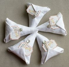 cornets de bonbons (tuto) Diy Projects To Try, Sewing Projects, Diy Pochette, Diy Sac, Fabric Boxes, Paper Packaging, Little Bag, Diy And Crafts, Purses
