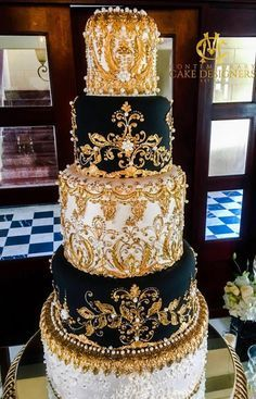 Taken from the 3 Kings who visited the Christ child. Season for King cake extends from Epiphany to Fat Tuesday. King cake - Wikipedia, the free encyclopedia Extravagant Wedding Cakes, Indian Wedding Cakes, Amazing Wedding Cakes, Elegant Wedding Cakes, Wedding Cake Designs, Wedding Cake Toppers, Amazing Cakes, Cake Wedding, Wedding Rings